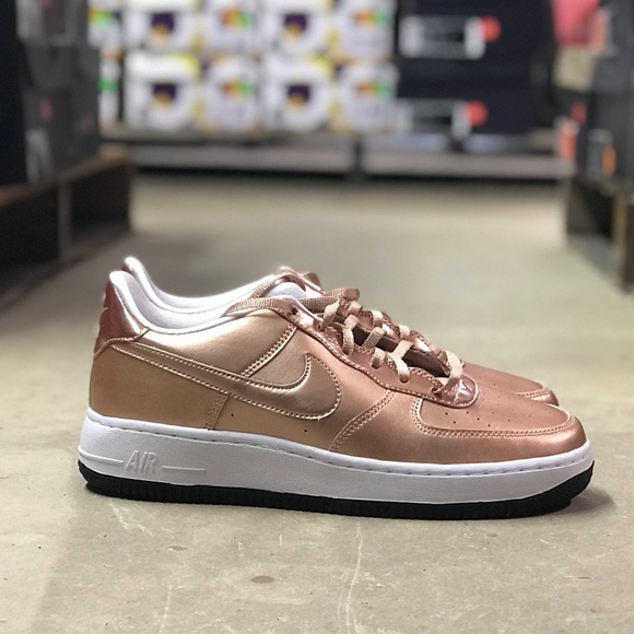 code promo f2ae8 5b3a1 Nike Air Force One Rose Gold Low Top Sz 7y Wmn 8.5